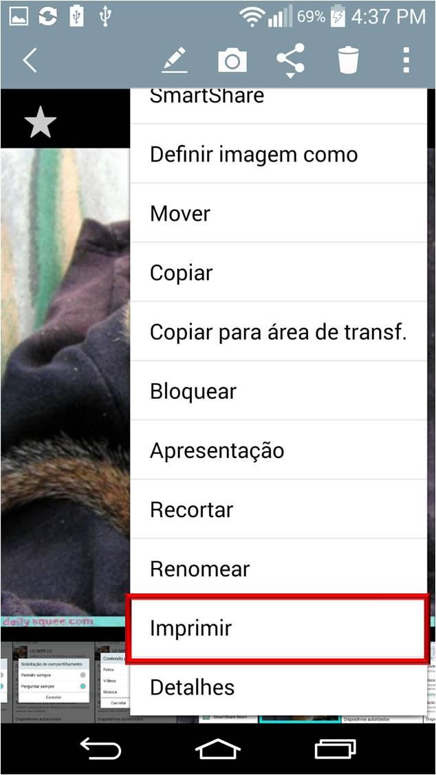 após selecionar a imagem desejada para imprimir, no icone de opções no canto superior direito, toque no icone de opções, desenho de tres pontos, então selecione a opção Imprimir