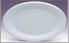 Los platos o recipientes de papel se pueden usar en el microondas siempre que sean blancos y no tengan aislamiento de espuma. No deben tener ningún compuesto plástico que pueda derretirse sobre la comida.