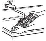Limpie los filtros con una solución de detergente y agua templada