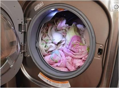 Carga de ropa enredada