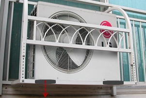 Vibration-proof rubber pads under the outdoor unit